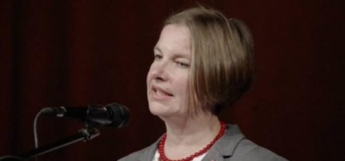 Aradi nők gondjairól, tapasztalatairól: párbeszéd Hegedüs Csillával