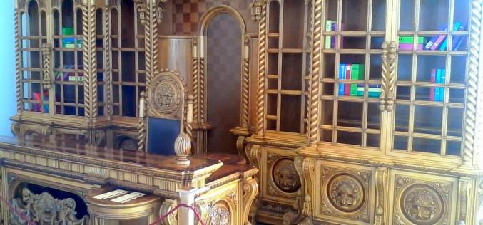 Eladnák Ceauşescu irodabútorát is az aradi vásáron