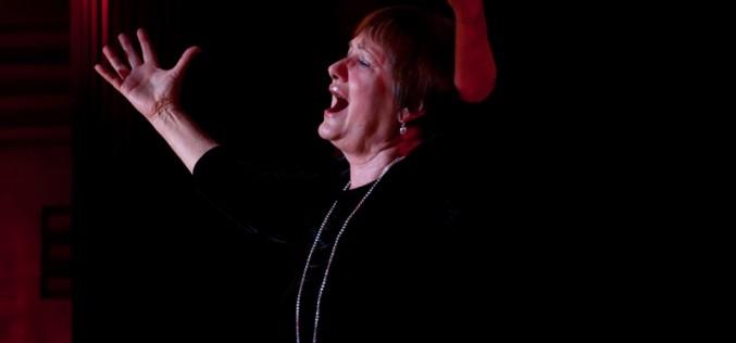 Vári Éva Rose című monodrámája az Aradi Kamaraszínházban