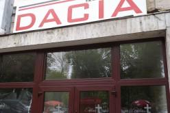 Temetkezési vállalat is lesz a Dacia moziban