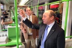 Băsescu felült az eladhatatlan aradi villamosra