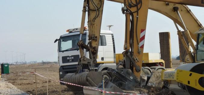 Dől ránk a román autópálya bunkóság: egy évig gondolkodtak az újabb kiíráson