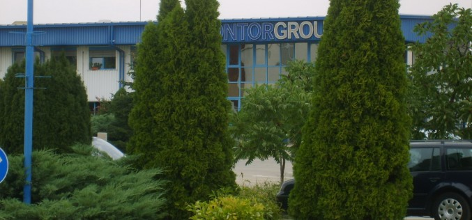 Lakat a Contor Group vízóragyárra