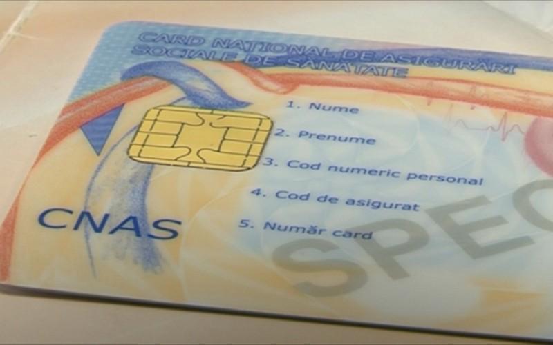 Péntektől osztják az egészségügyi kártyákat