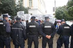 Tüntetők fogadták a miniszterelnököt Aradon