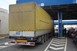 Kilenc kilométeres kamionsor Nagylaknál