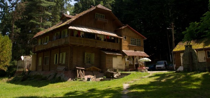Lebontják Kaszoján a menedékházat