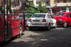 Gyerekekkel teli busz okozott koccanás-sorozatot