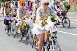 Vasárnap kerékpáros promenádozás hölgyeknek