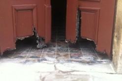 Betörték a tornyai katolikus templom ablakát, ajtaját felgyújtották