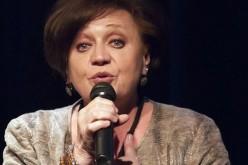 Csákányi Eszter estjével folytatódik az Aradi Kamaraszínház évada