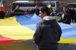 A szélsőséges Noua Dreaptă cafatokra tépegeti pólóját