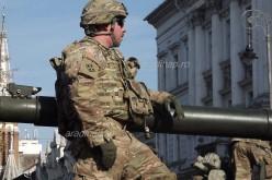 Fegyverpörgetés és dixi a hadsereg napján [VIDEÓ]
