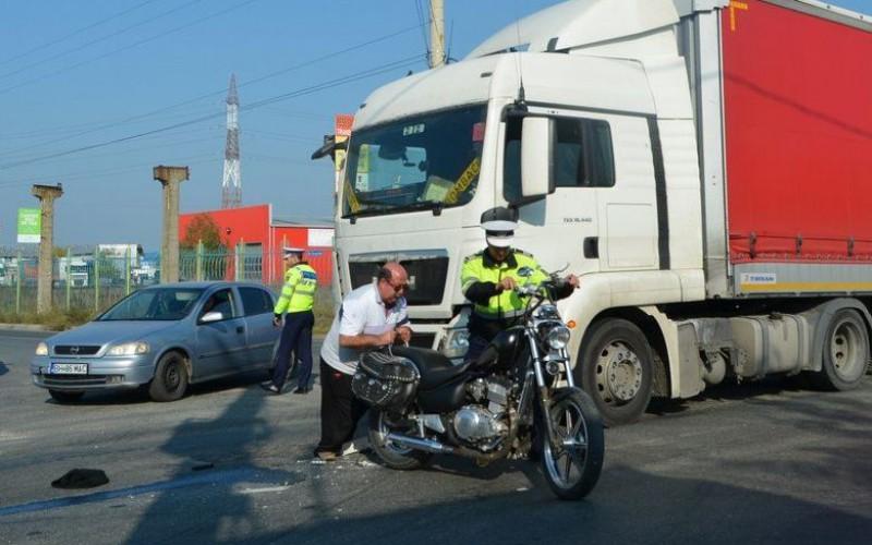 Motoros ütközött kamionnal