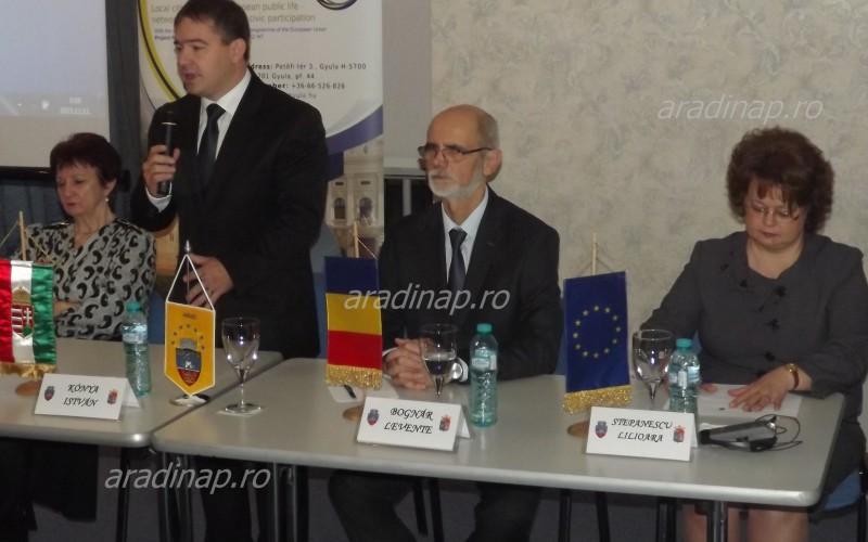 Civil kézrázás Arad és Gyula között