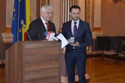 Torlódó szimpátia: Gheorghe Falcă újabb kitüntetést vett át Surján Lászlótól