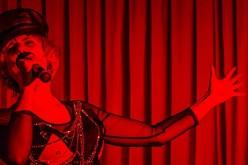 Lola Blau – egyszemélyes musical az Aradi Kamaraszínházban