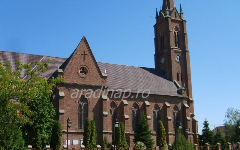 Anyák-napi szentmise és ünnepség Pécskán
