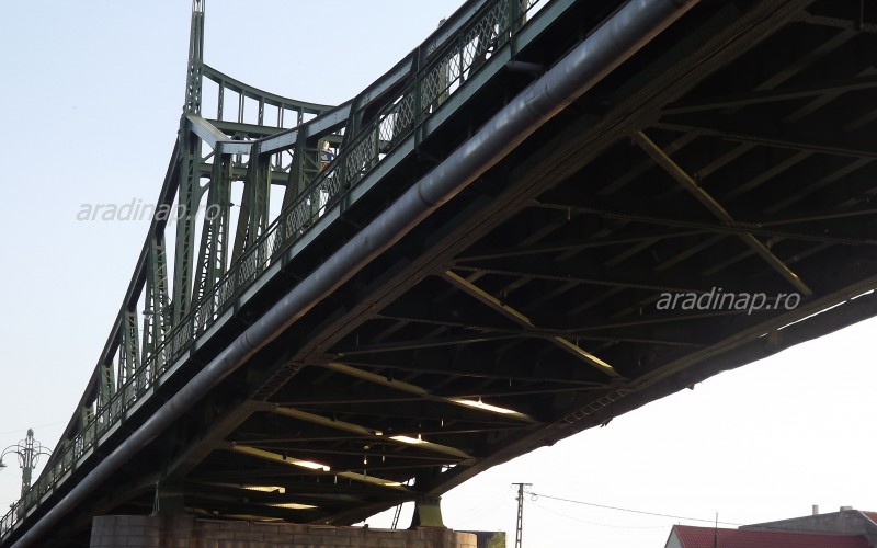 Hétfőn avatják az újaradi híd díszvilágítását