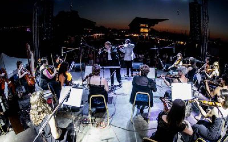 Budapestiek koncerteznek a Városháza dísztermében
