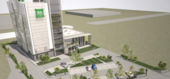 Rajtol Aradon az ibis Styles Hotel építése
