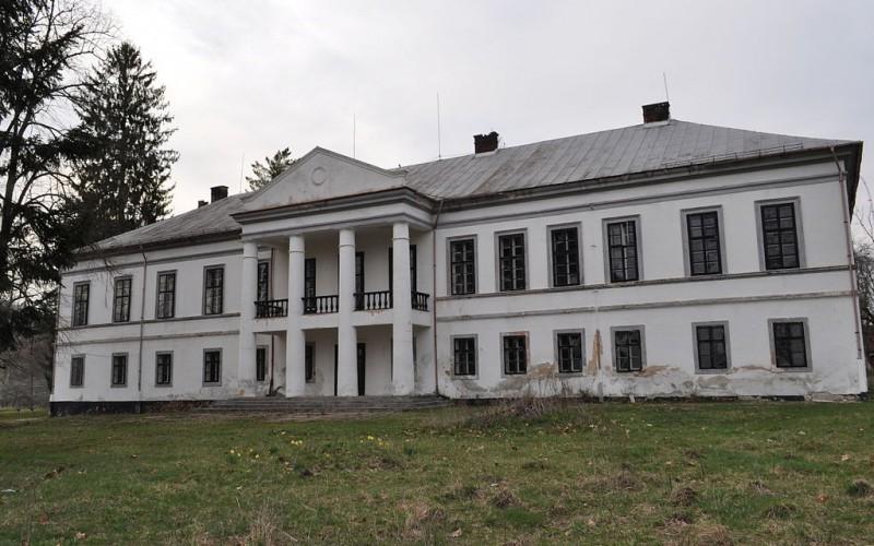 Gazdát cserélt a marospetresi Szalbek-kastély: felújítják