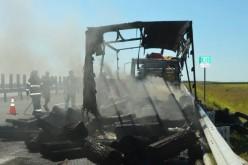 Kiégett egy kamion a sztrádán