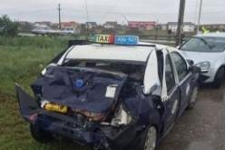 Taxiba rohant a kamion: három sérült