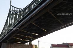 A Marosba fulladt az újaradi hídnál