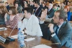 A polgi és a svájci nagykövet előtt porig alázta magát a PSD