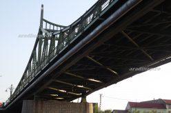 Maros-híd a Választó utca végén: és még egy kellene