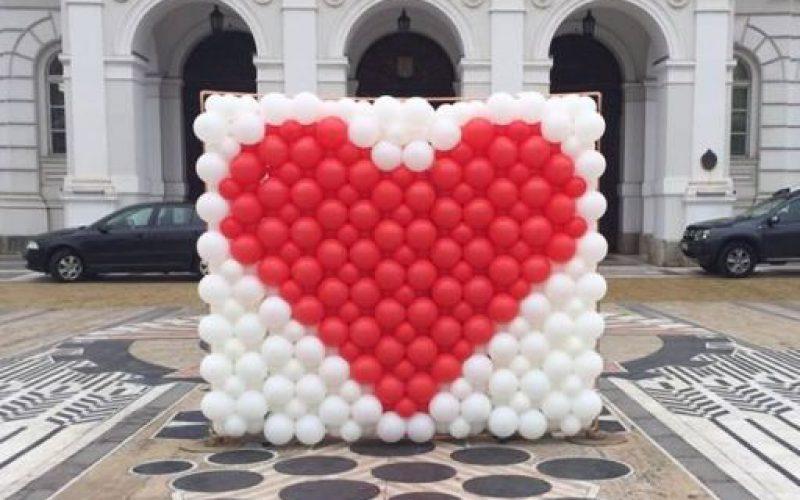 Lufi-szív szerelmeseknek a Városháza előtt