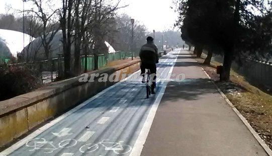 Irreálisan magas büntetéssel fenyegetik a kerékpárosokat