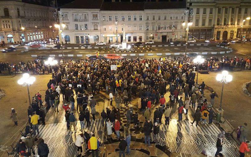 Tüntetéshullám: Aradon háromezren vonultak ki a PSD ellen