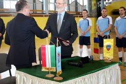 Arad-Gyula: aláírtak, fociztak, megmondjuk a végeredményt