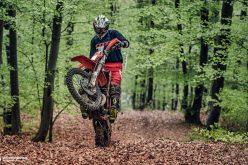 Hard Enduro: máris elloptak hat motorkerékpárt