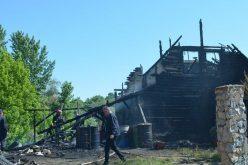 Leégett a méhészek glogováci menedékháza