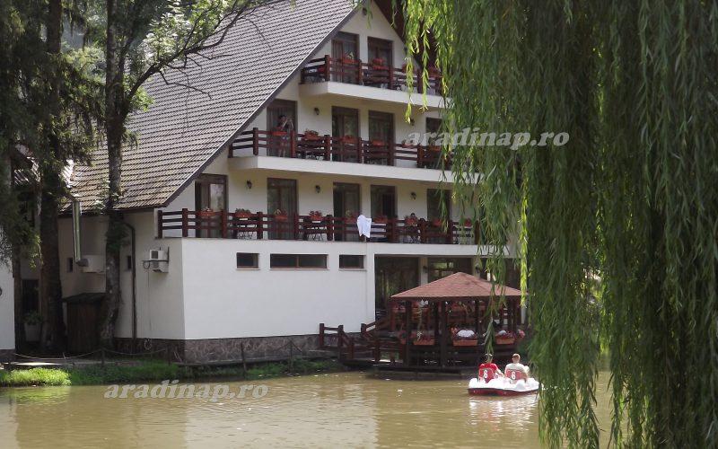 Lejtmenetben Arad megye turizmusa