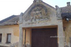 Hagyma, káposzta, paszuly a kisjenői zsidó temető sírjai között