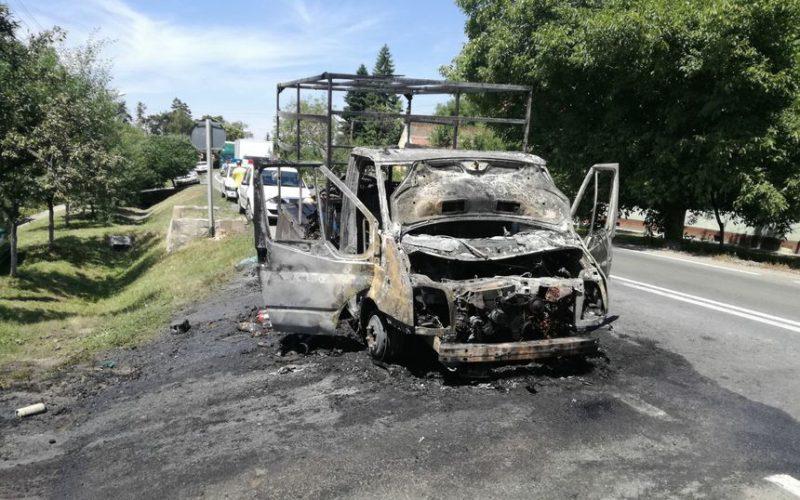 Porig égett egy kisteherautó Ópáloson