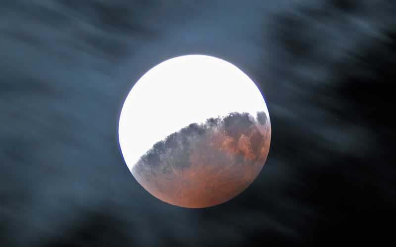 Hétfő este részleges holdfogyatkozás