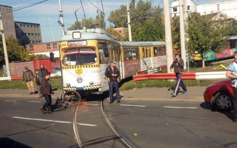 Biciklist ütött el a villamos a kerékpárúton