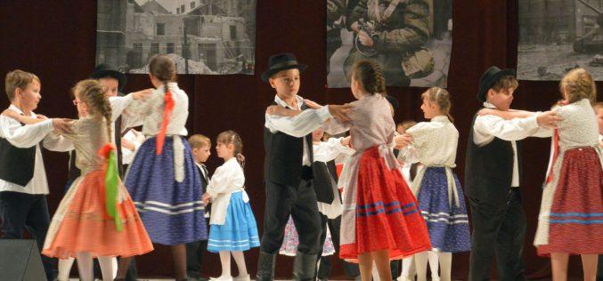 Emlékműsor Pécskán: főhajtás