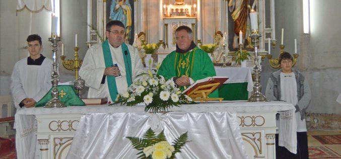 Böjte Csaba és a Szent Ferenc Alapítvány színjátszói Pécskán