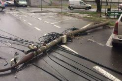 Kábelterhelés: kidőlt egy villanyoszlop a belvárosban