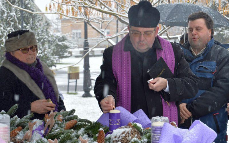Adventi gyertyagyújtás Pécskán