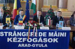 Arad-Gyula Kézfogások