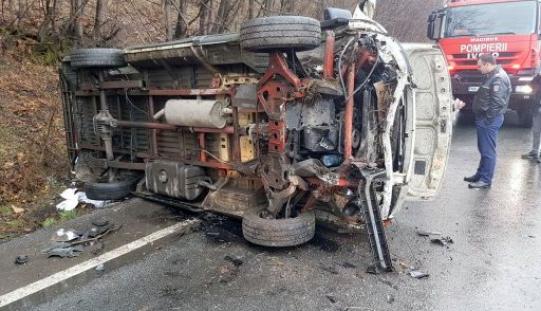Felborult egy kisbusz a Maros-völgyében