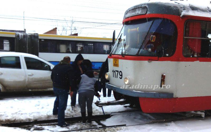 Becsődölt a CTP: villamosvezető nők takarították a váltót