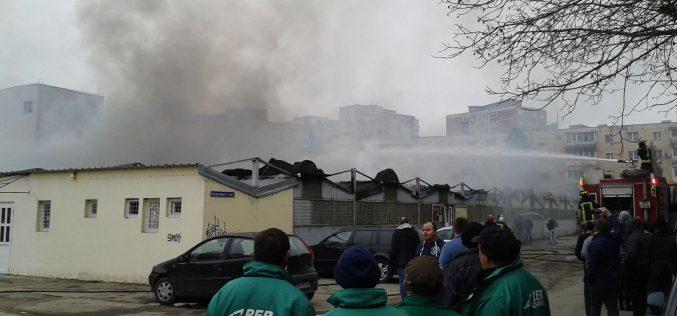 Kigyulladt a régi piac a Vlaicu-negyedben